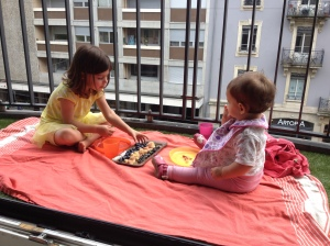 Urban picnic with Ayla & Lily